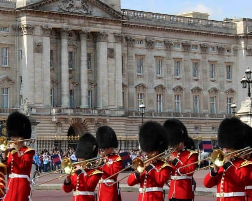 Things to do in London with Kids - Buckingham Palace