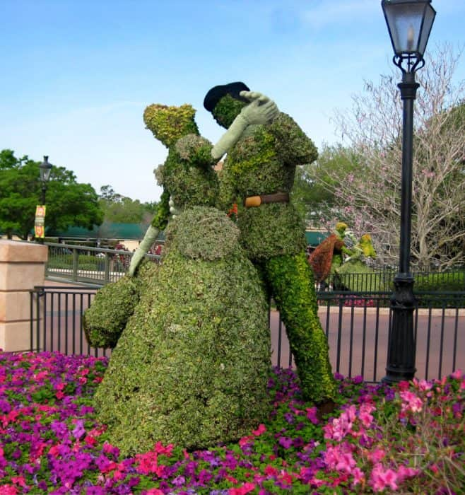 Topiary bushes of Cinderella and Prince Charming in Epcot.
