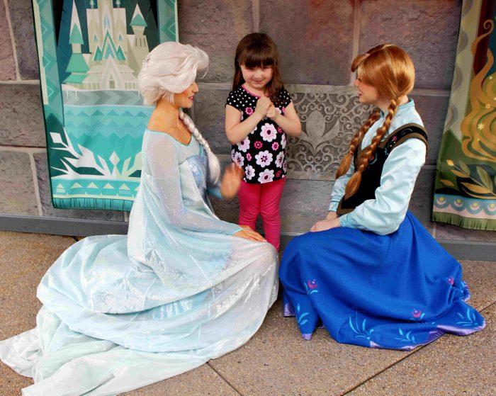 Hong Kong Disneyland Review with Anna and Elsa