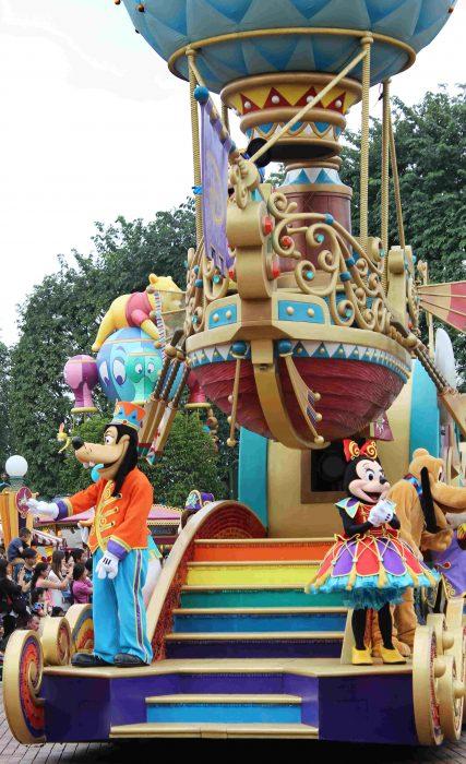 Hong Kong Disneyland Review - Flight of Fantasy parade Goofy and Minnie