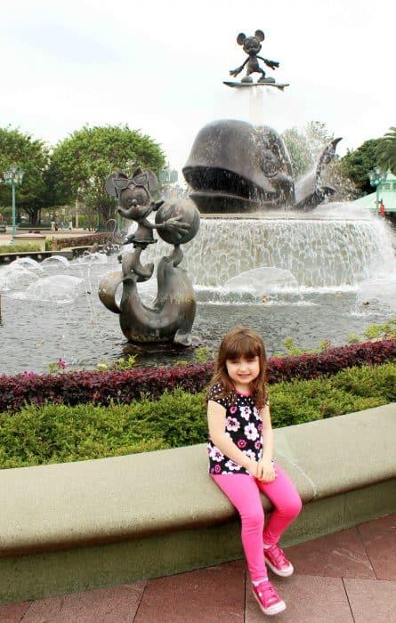 Hong Kong Disneyland Review - at entrance fountain