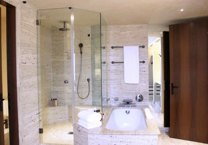 Bathtub and shower at the Park Hyatt Milan