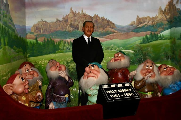 Walt Disney and the 7 Dwarfs